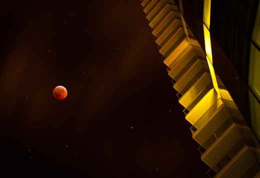 Stunningly surreal photograph of the Lunar Eclipse (December 2010) by Lisa Bettany